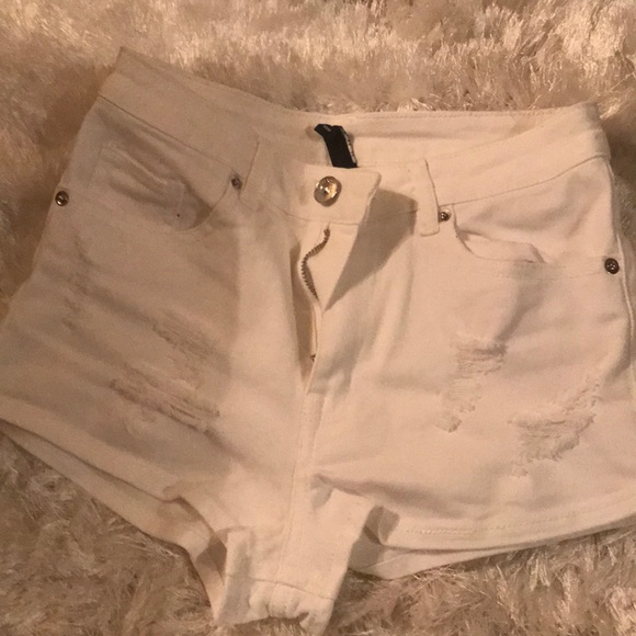 H&M Pants - white high waisted shorts ripped in size 2